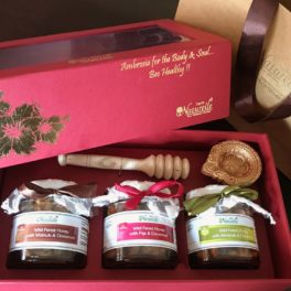 Farm Naturelle- Stunningly Beautiful Gift box-250 Gms x 3-Figs in Cinnamon Honey, Almonds in Cinnamon Honey, Walnut in Cinnamon Honey- 3 Glass bottles with Honey Dipper-with Designer Carry Bag-Wine color box